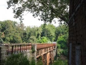 12,36 operai RFI rimuovono la lamiera dall'altra parte del ponte